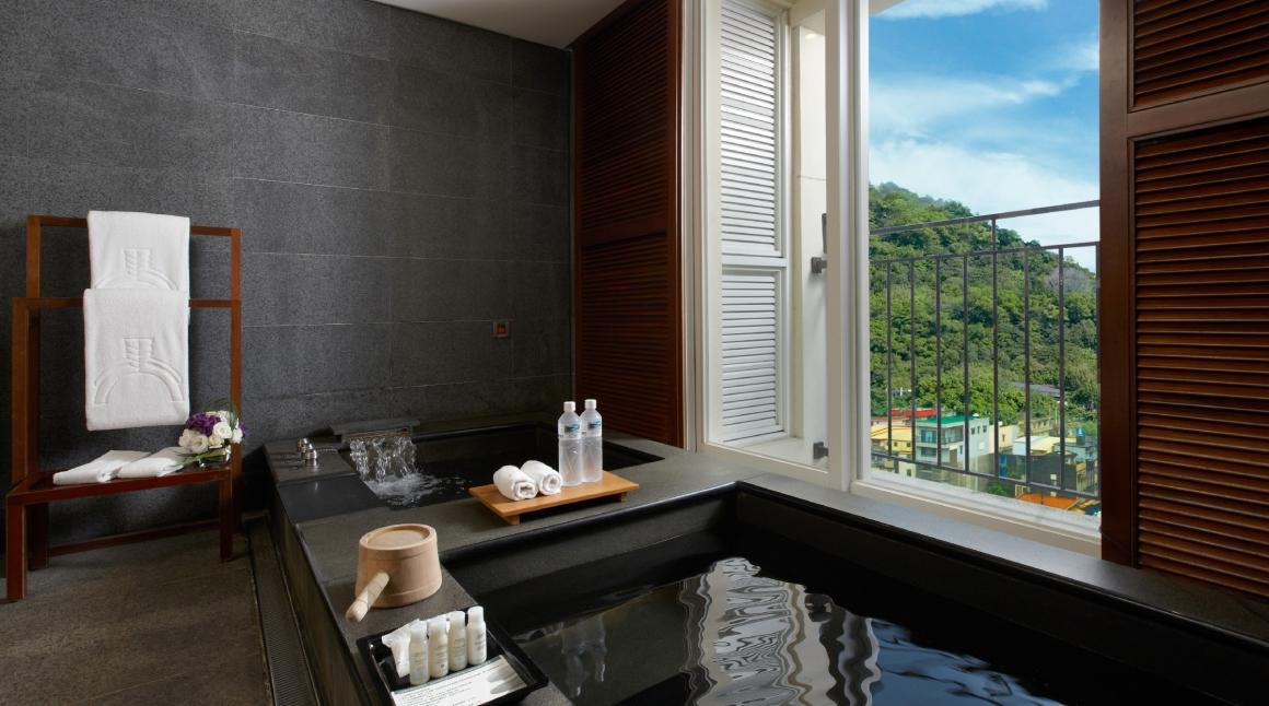 【蘇澳瓏山林飯店】客房雙湯浴池